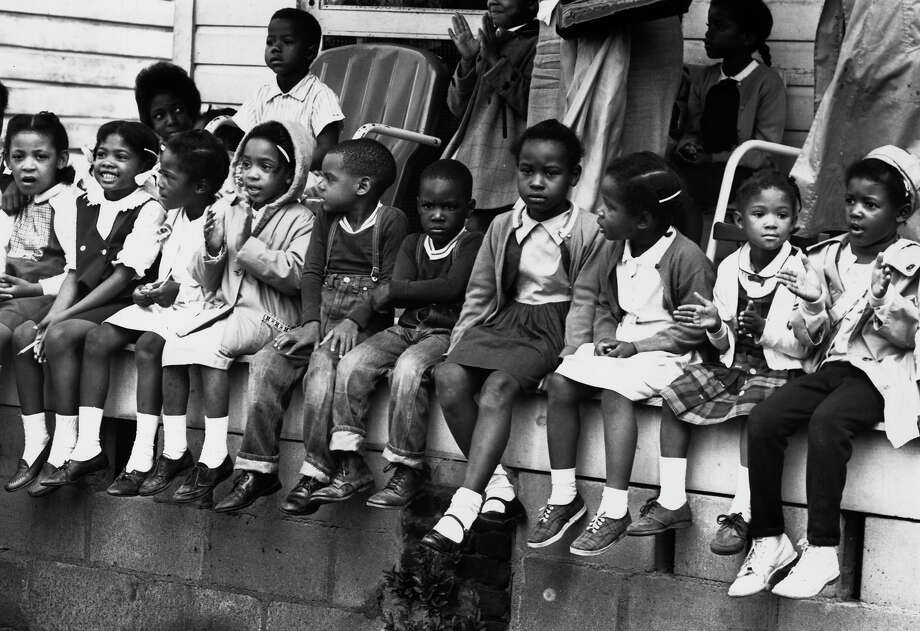 Children watching a black voting rights march in Alabama. Dr Martin Luther King led the march from Selma, Alabama, to the state capital in Montgomery. Photo: William Lovelace, Getty Images / Hulton Archive