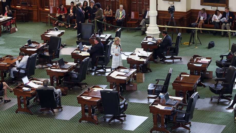 Davis filibusters in an effort to cause abortion legislation to die. Photo: TOM REEL, San Antonio Express-News