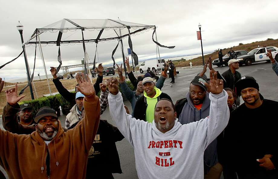 Protesters block the entrance to the Hunters Point Shipyard condominium and retail project, which they say has excluded them from discussions on hiring. Photo: Michael Macor, The Chronicle