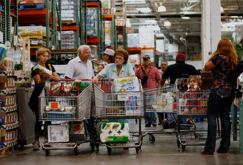 Hate:Navigating your full, oversized cart around other people with full, oversized carts. Photo: Joe Raedle, Getty Images / 2008 Getty Images