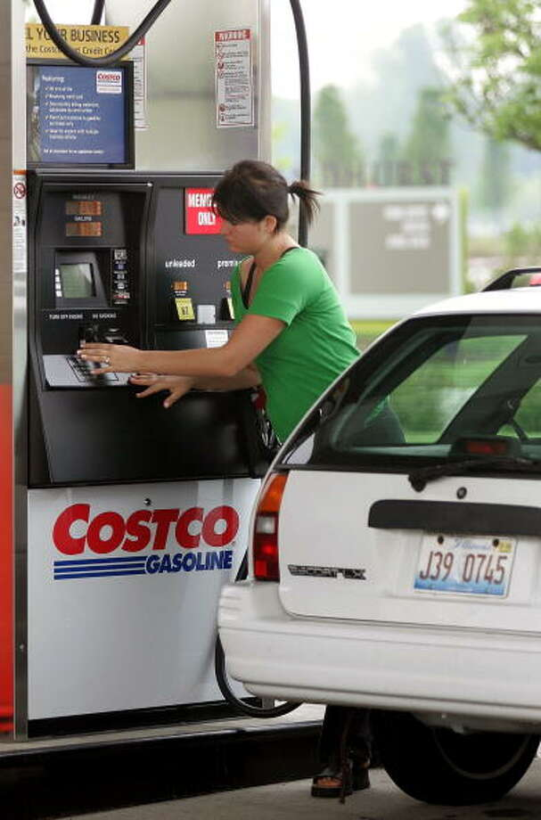 Love: Costco gas. Some surveys have shown the retailer to be America's favorite gas station. Photo: Tim Boyle, Getty Images / 2005 Getty Images