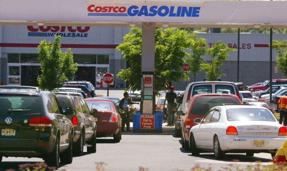 Hate:  Getting gas at Costco .. on the weekend. Photo: Chris Hondros, Getty Images / 2004 Getty Images