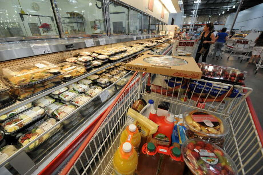 Love:: Filling up your cart with stuff before a party. Photo: GABRIEL BOUYS, AFP/Getty Images / 2008 AFP