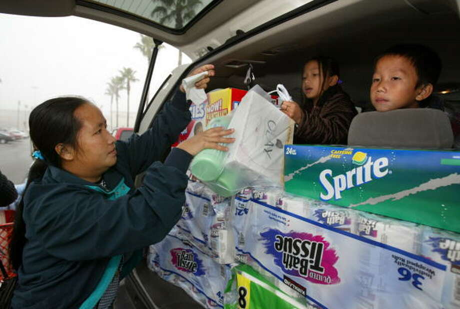Hate: Getting all that stuff into your car. Photo: Paula Bronstein, Getty Images / 2004 Getty Images