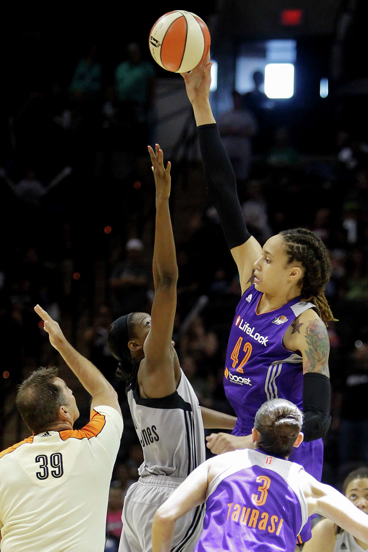 Brittney Griner (right) of Phoenix controls the opening tip in the Silver Stars game with the Phoenix Mercury at the AT&T Center on Tuesday, June 25, 2013. The game was former Baylor standout Brittney Griner's first trip to play in her home state. Phoenix won the game 83-77. MARVIN PFEIFFER/ mpfeiffer@express-news.net