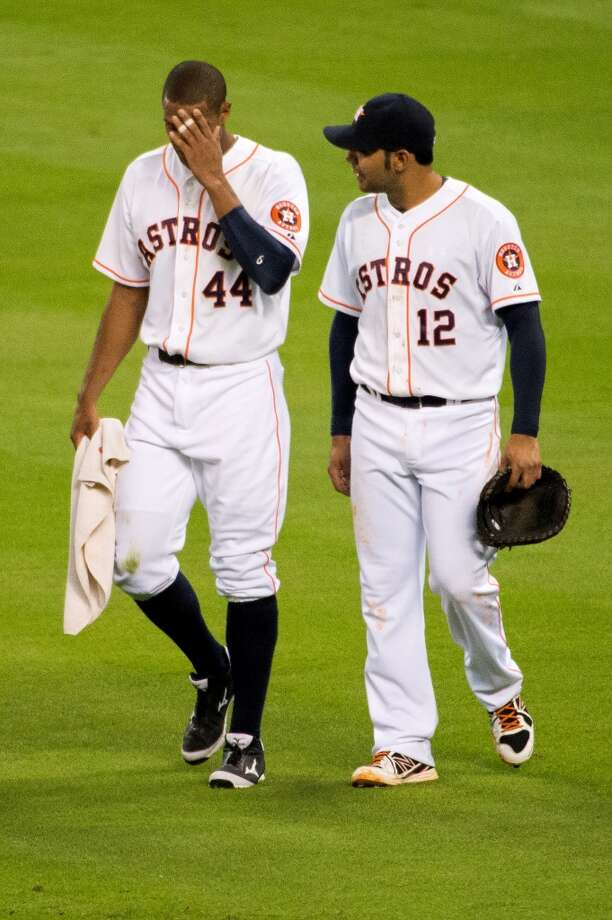 Astros right fielder Justin Maxwell holds his head as he leaves the game after he was injured diving for a bases-loaded triple off the bat of Cardinals second baseman Matt Carpenter during the fourth inning.