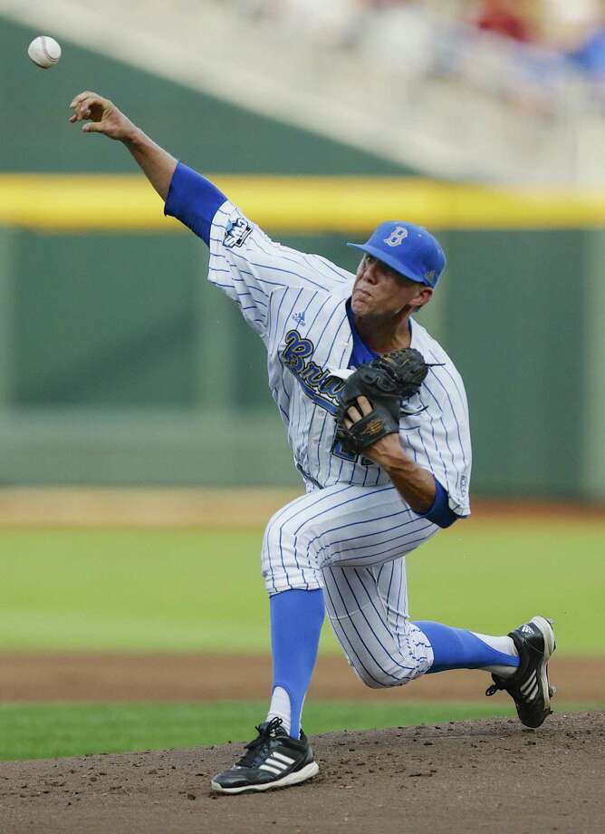 UCLA's Nick Vander Tuig pitched eight shutout innings against Mississippi State to help the Bruins win the title. Photo: Eric Francis / Associated Press
