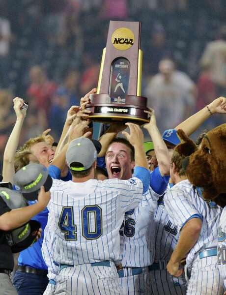 David Berg couldn't be happier as he and his UCLA teammates hoist their trophy after beating Mississippi State 8-0 and winning the College World Series. Photo: Ted Kirk, FRE / FR34398 AP