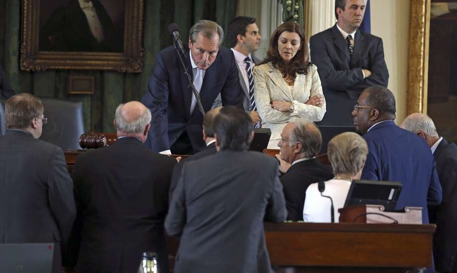 Lt. Gov. David Dewhurst talks with senators at the podium. Photo: TOM REEL, San Antonio Express-News
