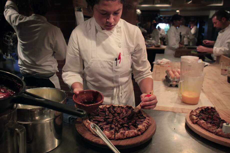 Remy Glickman works on a black mission fig galette.