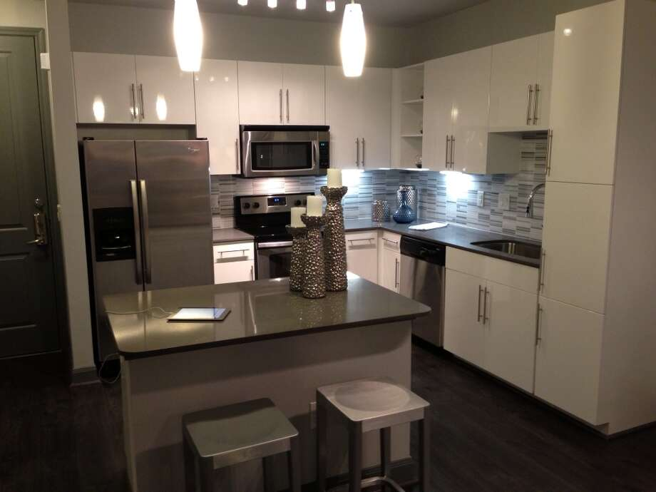 A modern kitchen in Pearl Greenway.