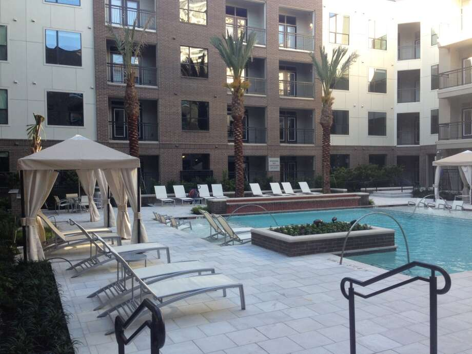 Pearl Greenway's pool has cabanas and fountains.