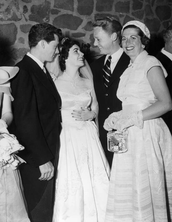 BEVERLY HILLS, CA - MAY 6: After the ceremony, the newlyweds talk with Van Johnson and his wife Effie on May 6, 1950 in Los Angeles, CA. (Photo by Keystone-France/Gamma-Keystone via Getty Images )