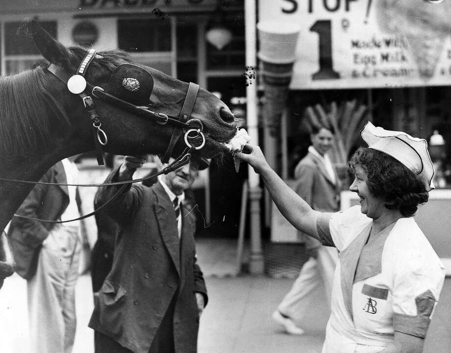 This horse, on the other hand, did not have to resort to violence. Photo: Reg Speller, Getty Images / Hulton Archive