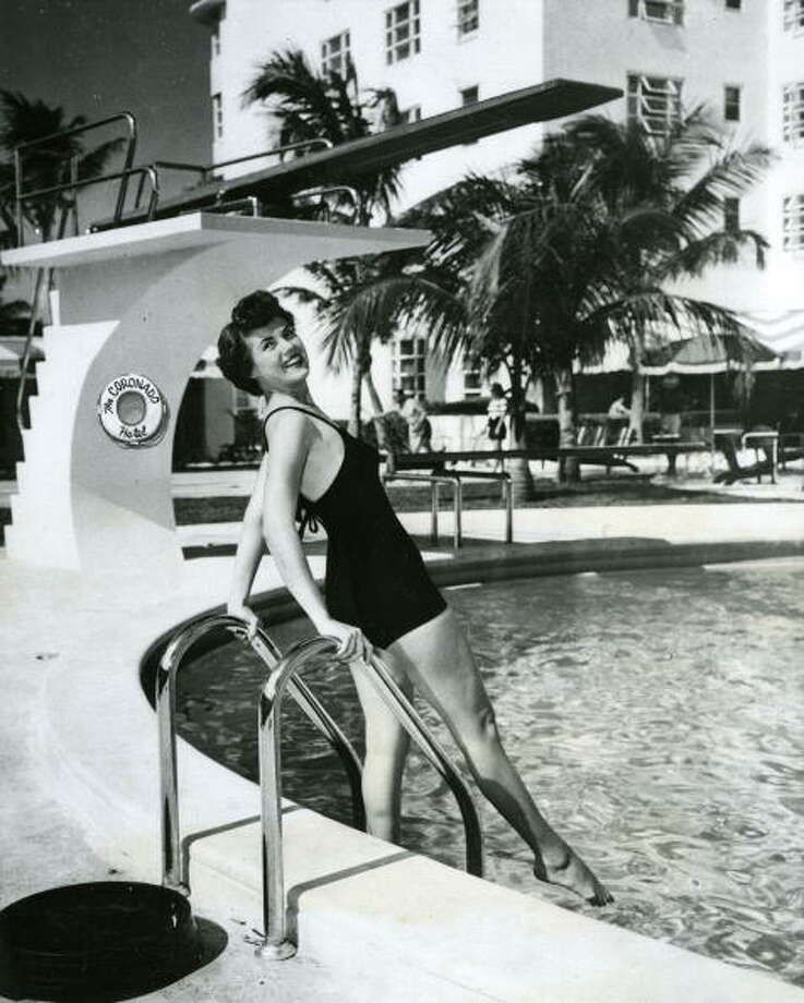 Miami Sports Queen Bunny Yeager poses by a pool on Miami Beach, Fla., in 1950. (Photo by Transcendental Graphics/Getty)