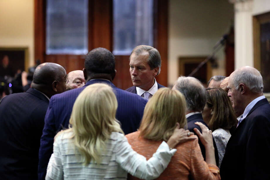 Lt. Governor David Dewhurst talks with democrats after a vote ending the Fort Worth Senator Wendy Davis filibusters in an effort to cause abortion legislation to die without a vote on the floor of the Senate Tuesday, June 25, 2013. Photo: Tom Reel, San Antonio Express-News