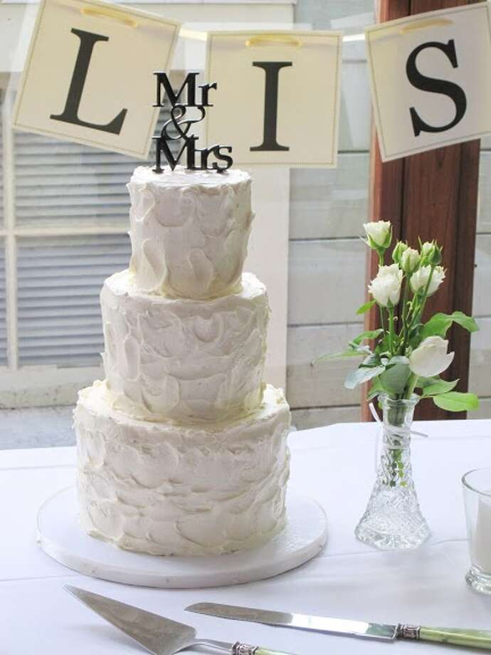 Modern cake by Beyond Buttercream. Photo: Picasa