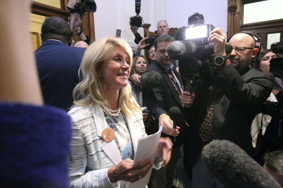 In 1999, Wendy Davis was elected to the Fort Worth City Council and was re-elected four times: in 2001, 2003, 2005 and 2007. 