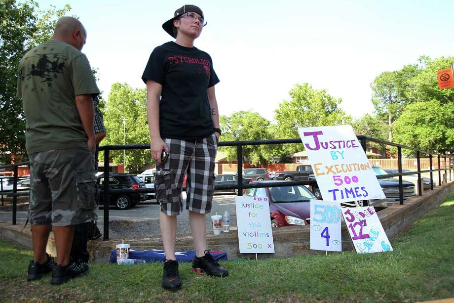 Jennifer Jepsen, 20, demonstrates outside outside the Texas State Penitentiary 'Walls Unit' as a supporters of the Death Penalty on Wednesday, June 26, 2013, in Huntsville. Photo: Mayra Beltran / © 2013 Houston Chronicle
