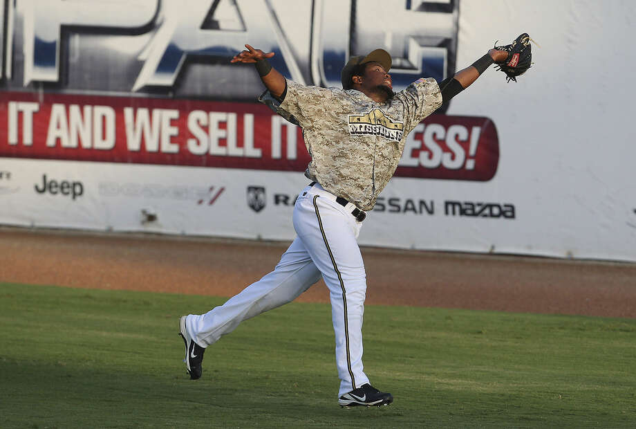 Missions right fielder Yeison Asencio stretches in the fifth to make the catch and preserve the shutout. Photo: Kin Man Hui / San Antonio Express-News