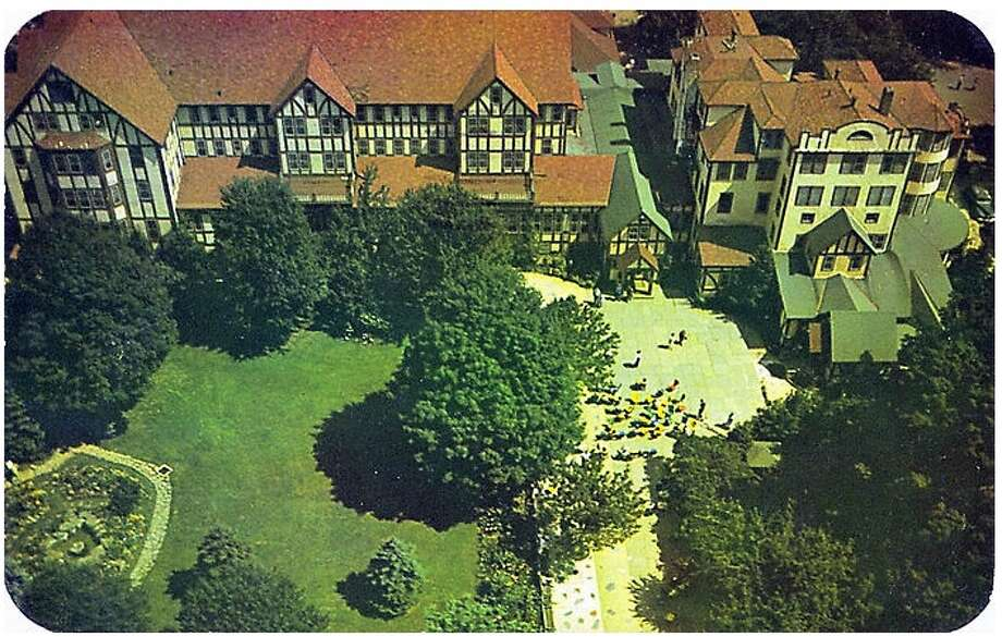 Postcard of the Grossigner's sprawling grandeur. Photo via Catskills Archive.com. http://www.catskillarchive.com/grossinger/post1950.htm