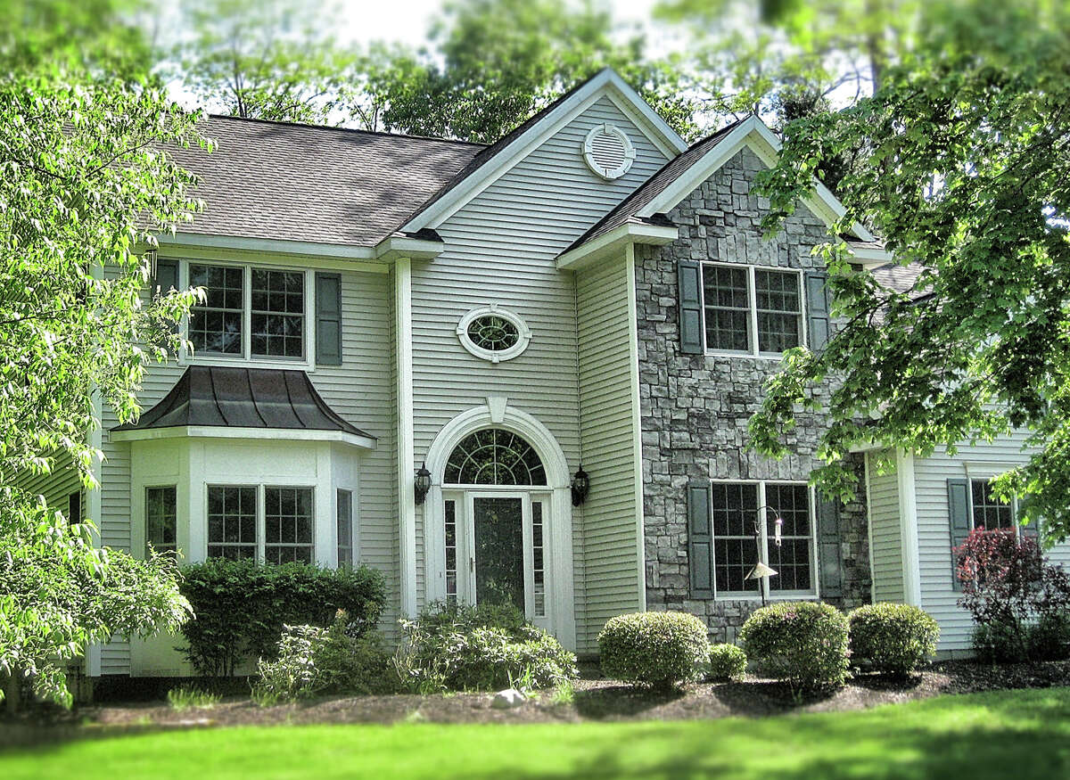 House of the Week: 418 Elizabeth Court, Schenectady | Realtor: For sale by owner | Discuss: Talk about this house