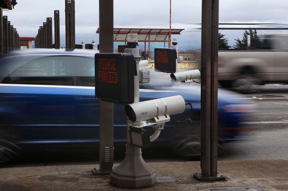 Vehicles pass through the toll plaza at the Golden Gate Bridge, where the new electronic toll system was overwhelmed by mailed invoices and mistakenly sent out about 400 undeserved late fees to drivers.