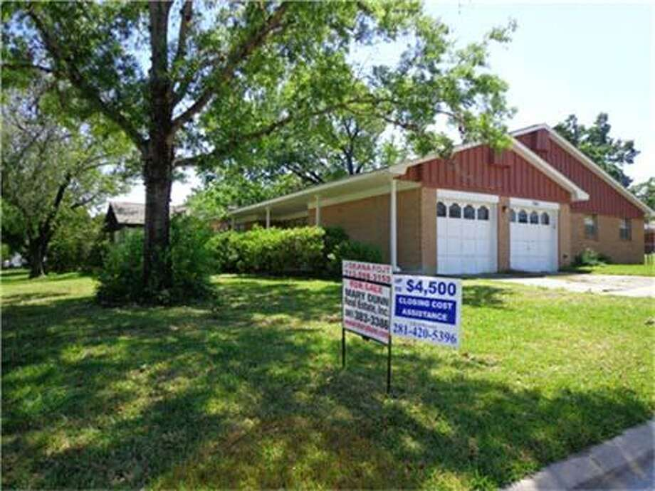 705 Riverbend Beds: 4Baths: 2Square footage: 1,808Price: $99,900