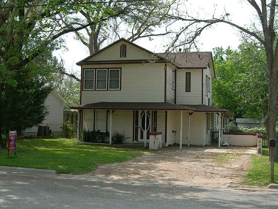 826 Live Oak
