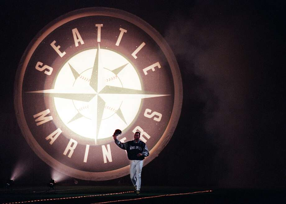 Alex Rodriguez is introduced with present and former Mariner greats during the post game ceremonies at the Kingdome Sunday, June 27, 1999. Photo: RICK GIASE, Seattle P-I Archive