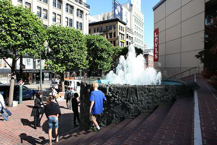 Ruth Asawa's fountain must be included in the design for the Apple Store, planning officials said. The initial proposal eliminated the fountain that sits in a plaza to the rear of the site. Photo: Liz Hafalia, The Chronicle