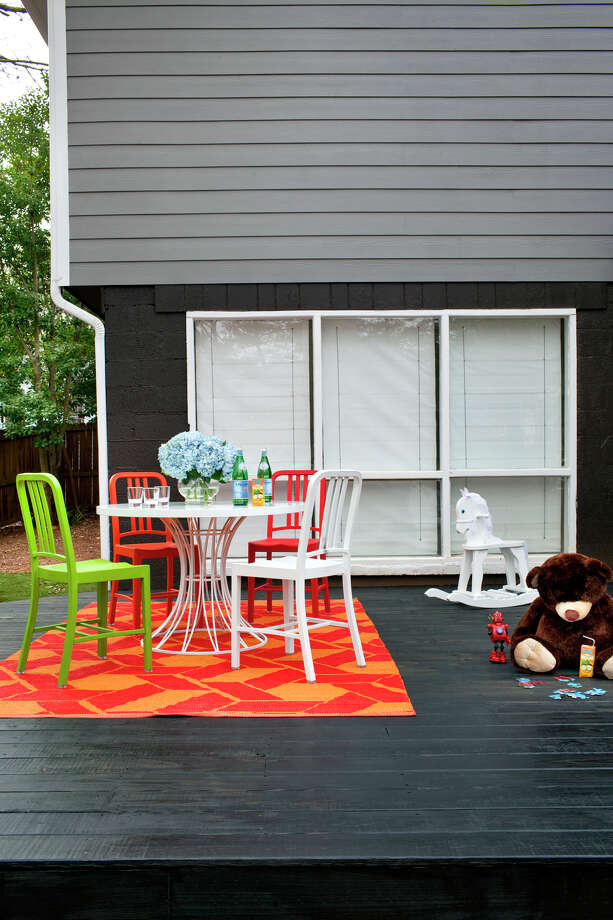 Set the stage for an outdoor barbecue by dressing up a patio table with flowers. But don't forget to declutter the rest of the deck. Photo: Anonymous, HONS / HGTV.com