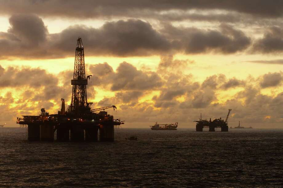 Oil field at Sunset Photo: Carlo Leopoldo Francini / iStockphoto