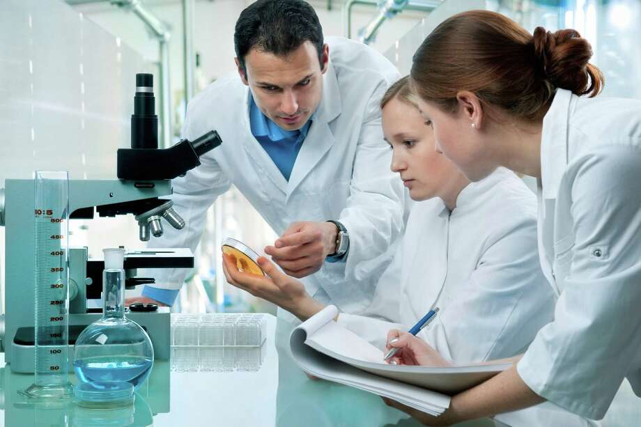 Lab techs play a crucial role in effective patient care. / iStockphoto
