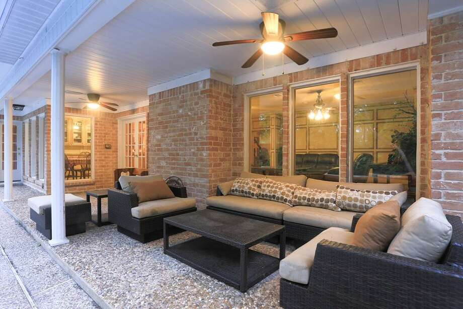 590 Magnolia Cir, HoustonHe could relax pool side in this covered patio.