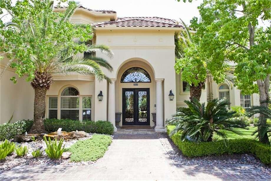 2610 Morganfair Ln, Katy, Texas  The home has a gorgeous entrance.