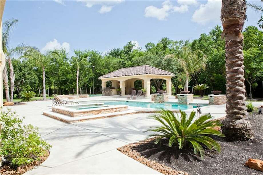 2610 Morganfair Ln, Katy, TexasCan't you just picture Howard relaxing in this pool?