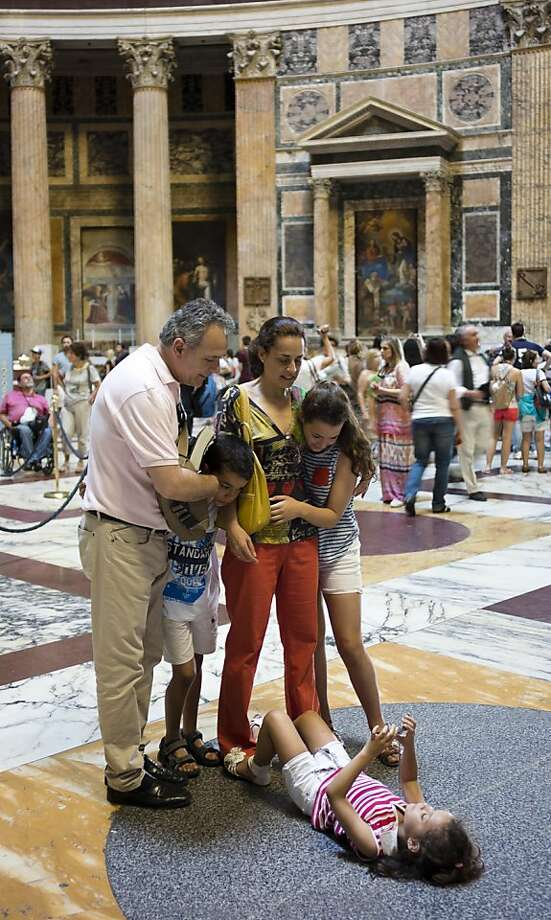 Future Annie Leibovitz: In Rome's Pantheon, a girl takes a picture of her family from an angle