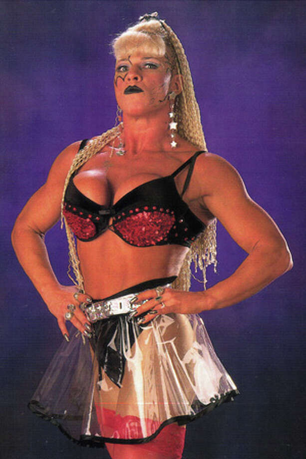 Gertrude Vachon, known to wrestling fans as Luna Cahon, died in August 2010 at the age of 48 from an apparent overdose of oxycodone and benzodiazepine.