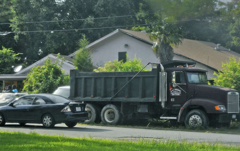 Beaumont police investigate the scene of the killings on Thursday. Photo: Guiseppe Barranco, STAFF PHOTOGRAPHER / The Beaumont Enterprise
