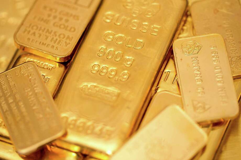 A collection of gold bars in various weights is displayed at London bullion dealers Gold Investments. Photo: Simon Dawson / Copyright 2013 Bloomberg Finance LP, All Rights Reserved.