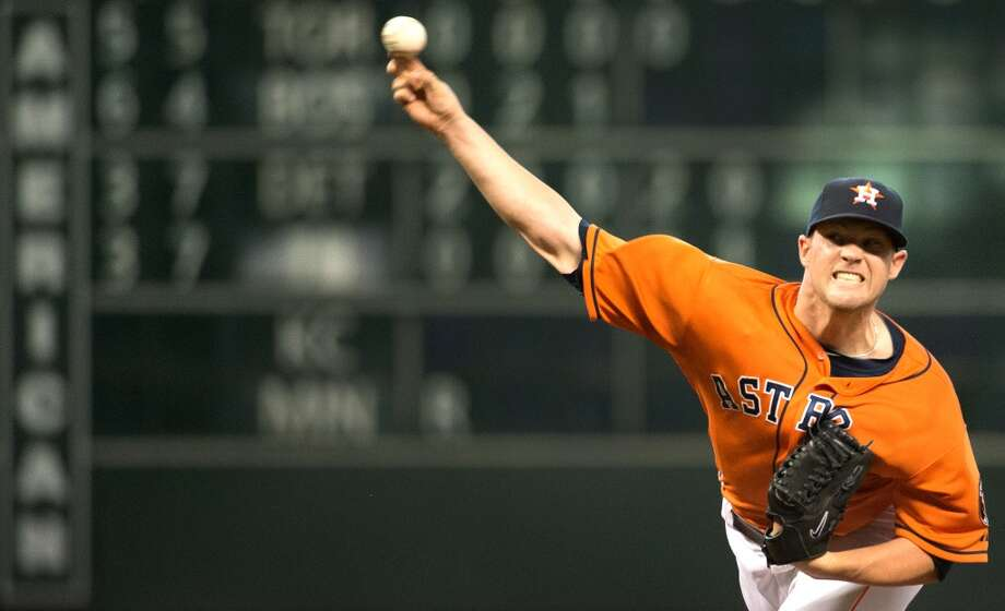 Astros starting pitcher Bud Norris delivers a pitch during the second inning.
