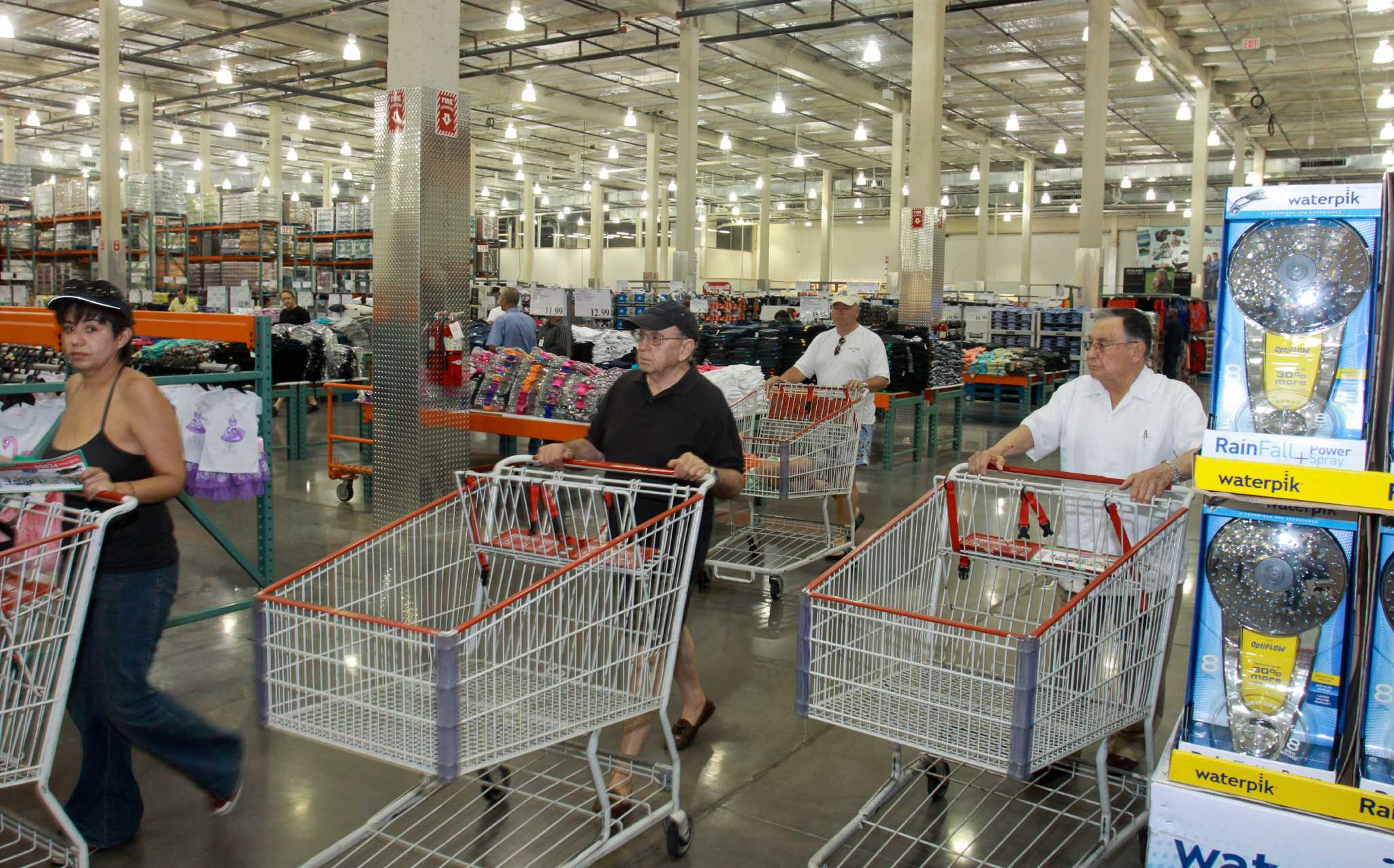 costcos low costs draw higher end customers houstonchroniclecom