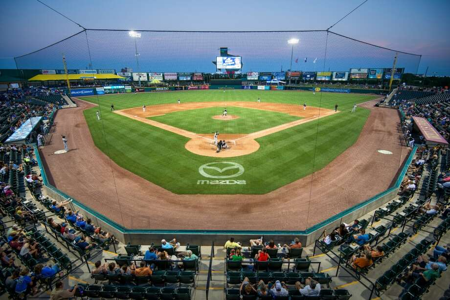 A crowd of 5,111 watches the Sugar Land Skeeters play the York Revolution at Constellation Field. Photo: Smiley N. Pool, Houston Chronicle