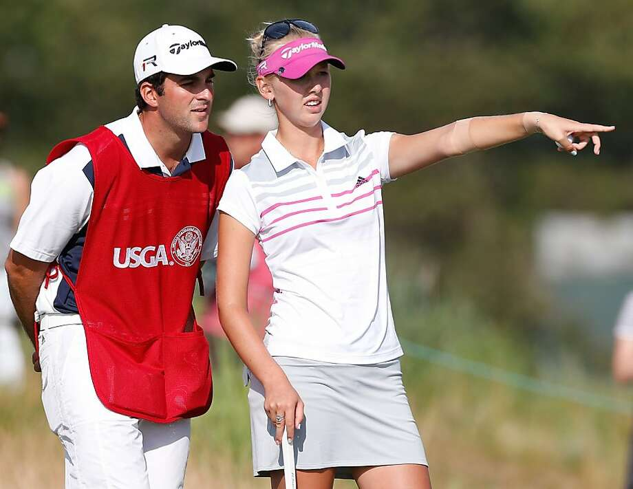 Jessica Korda discusses a putt on the 16th green with caddie/boyfriend Johnny DelPrete. Photo: Gregory Shamus, Getty Images