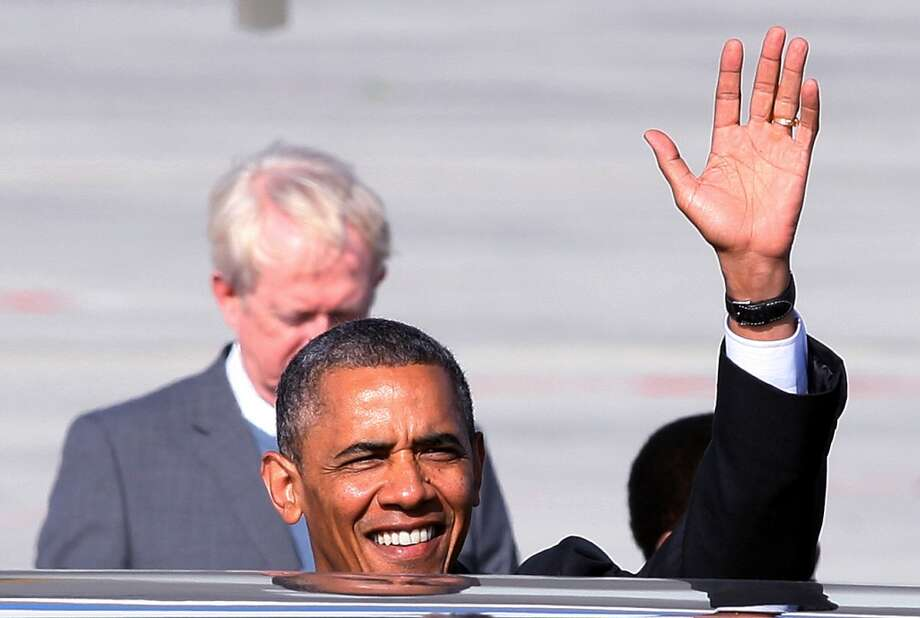 US President Barack Obama, waves on his arrival in Cape Town, South Africa, Sunday June 30, 2013. Obama is on the second day of his South African visit. (AP Photo)