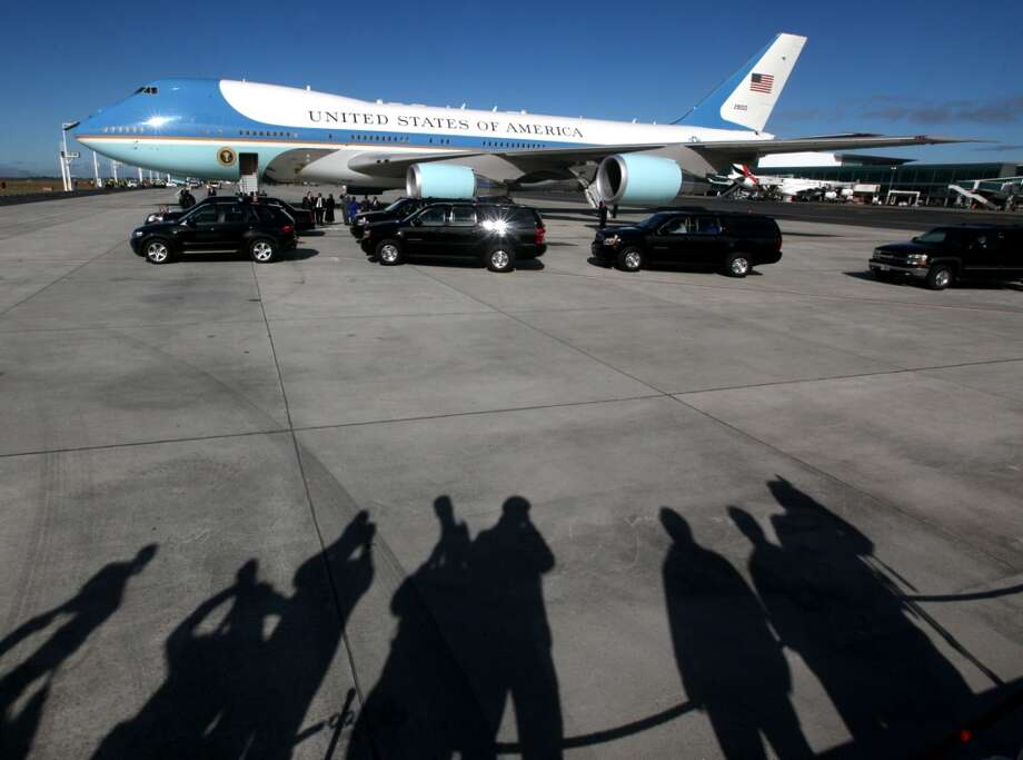 Airforce One transporting US President Barack Obama, arrives in Cape Town, South Africa, Sunday June 30, 2013. Obama is on the second day of his South African visit. (AP Photo)