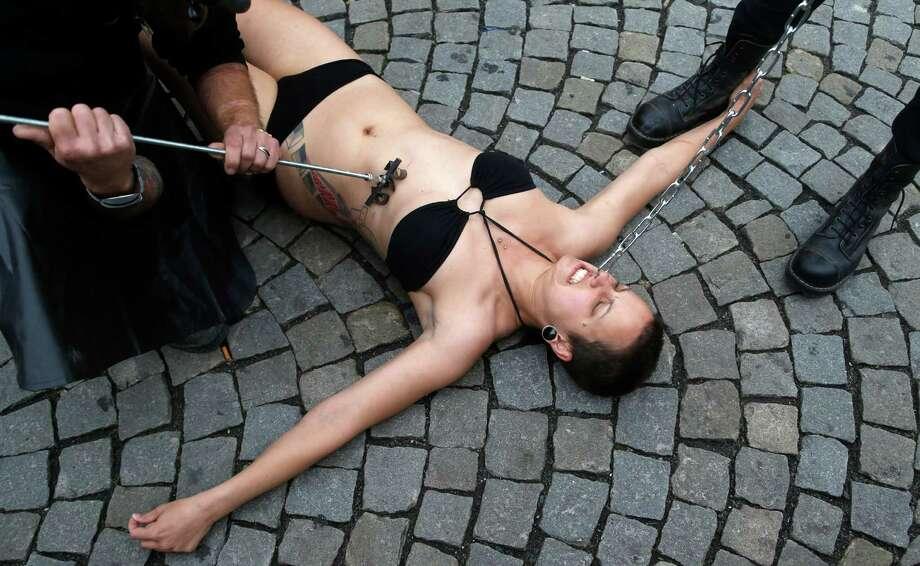 порно фото унижение женщин № 862840 бесплатно