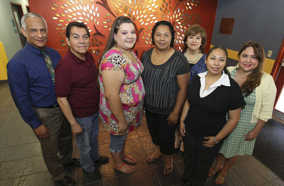 Participants in the Puente program this year included mentor Leandro Esparza (from left), faculty member Rafael Castillo, students Yesenia Suarez and Carolyn Martin, mentor coordinator Diane Lerma, mentor Jennie Huebenthal and faculty member Yolanda Reyna. Photo: Kin Man Hui / San Antonio Express-News