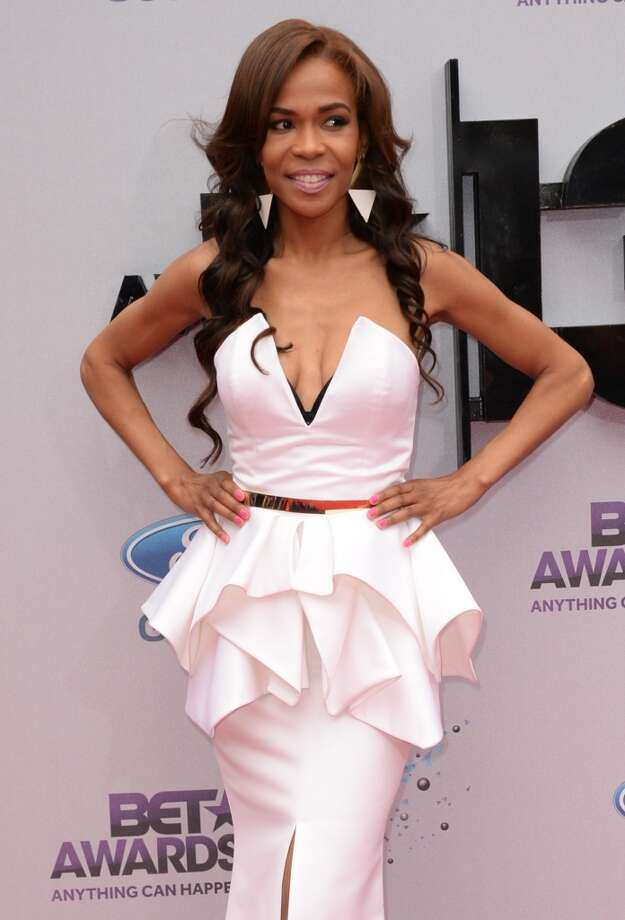 Singer Michelle Williams arrives for the 2013 BET Awards at the Nokia Theatre L.A. Live in Los Angeles on June 30, 2013.  The awards ceremony recognizes Americans in music, movies, sports and other fields of entertainment over the past year.  AFP PHOTO / ROBYN BECK        (Photo credit should read ROBYN BECK/AFP/Getty Images)